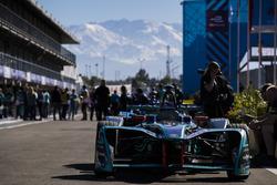 Une Panasonic Jaguar Racing dans les stands