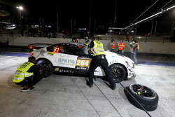 Pit stop, #264 Black Falcon Team TMD Friction Mercedes-AMG GT R SP-X: Kevin Tse, Frank Yu, Jonathan