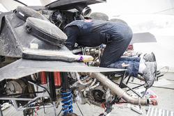 Monteurs van Peugeot Sport in het bivak