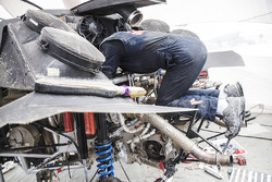 Mechanics of Peugeot Sport at the bivouac