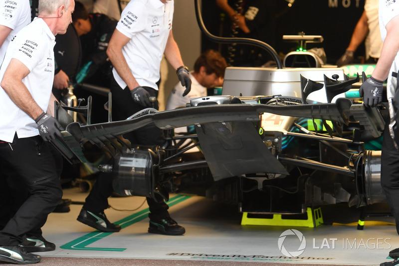 Lewis Hamilton, Mercedes-AMG F1 W09 change d'aileron avant