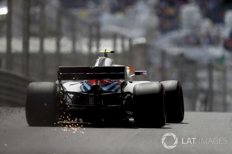 Sergey Sirotkin, Williams FW41, strikes up sparks