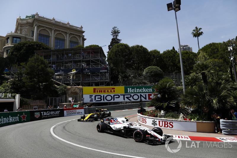 Lance Stroll, Williams FW41, leads Carlos Sainz Jr., Renault Sport F1 Team R.S. 18