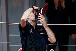 Adrian Newey, Chief Technical Officer, Red Bull Racing, drinks Champagne from the shoe of Race winner Daniel Ricciardo, Red Bull Racing