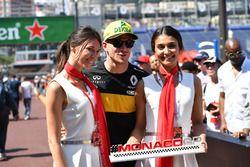 Nico Hulkenberg, Renault Sport F1 Team con las chicas de GP de Mónaco