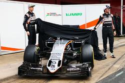 Nico Hülkenberg, Sahara Force India F1 und Sergio Perez, Sahara Force India F1 enthüllen den Sahara