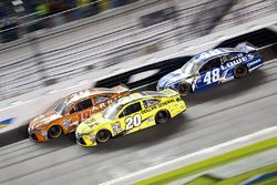 Carl Edwards, Joe Gibbs Racing Toyota, Matt Kenseth, Joe Gibbs Racing Toyota, Jimmie Johnson, Hendrick Motorsports Chevrolet