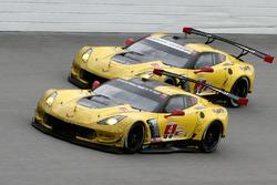 Оливер Гэвин, Томми Милнер и Марсель Фесслер, #4 Corvette Racing Chevrolet Corvette C7.R и Антонио Г