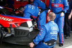 Mechanics working on the car #67 Ford Performance Chip Ganassi Racing Ford GT: Ryan Briscoe, Richard Westbrook, Stefan Mücke