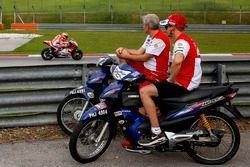 Michele Pirro, Ducati Team, Casey Stoner, Ducati Team et Davide Tardozzi, team manager Ducati