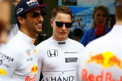 Даниэль Риккардо, Red Bull Racing, и Стоффель Вандорн, McLaren