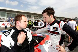 #12 Manthey Racing Porsche 991 GT3 R: Sven Müller with his engineer