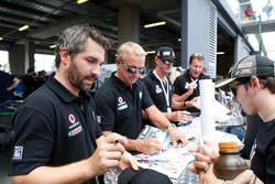 #7 BMW Team SRM, BMW M6 GT3: Tony Longhurst, Mark Skaife, Russell Ingall, Timo Glock at the autograp