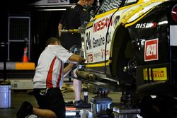 #24 Nissan Motorsport, Nissan GT-R Nismo GT3 getting repaired