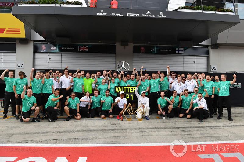 Yarış galibi Valtteri Bottas, Mercedes AMG F1, Lewis Hamilton, Mercedes AMG F1 ve takım