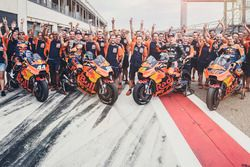 Miguel Oliveira, Red Bull KTM Factory Racing, Bradley Smith, Red Bull KTM Factory Racing, Mika Kallio, Red Bull KTM Factory Racing