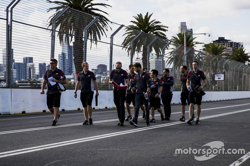 Trackwalk mit dem Team: Romain Grosjean, Haas F1 Team