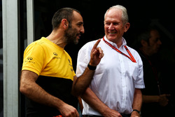 Cyril Abiteboul, Renault Sport F1 Managing Director with Dr Helmut Marko, Red Bull Motorsport Consultant