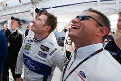 Dave Pericak de Ford avec le poleman en GTLM Ryan Briscoe, Ford Performance Chip Ganassi Racing