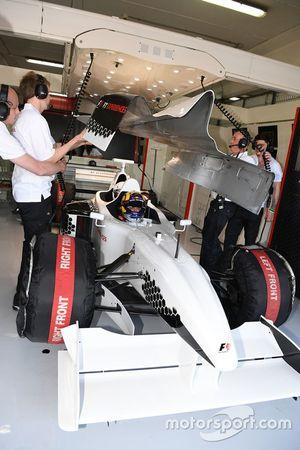 Patrick Friesacher, pilote de la biplace F1 Experiences, et Frankie Muniz, acteur