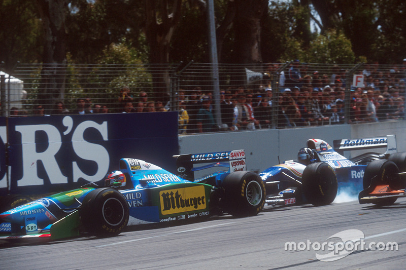 Damon Hill, Williams FW16B Renault bloquea neumáticos al evitar tocarse con Michael Schumacher, Benetton B194 Ford