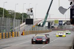 Checkered flag Laurens Vanthoor, Audi Sport Team WRT Audi R8 LMS