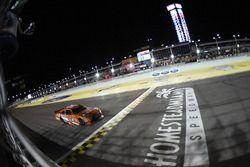 Daniel Suarez, Joe Gibbs Racing Toyota conquista la vittoria