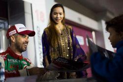 Autograph Session: Tiago Monteiro, Honda Racing Team JAS, Honda Civic WTCC