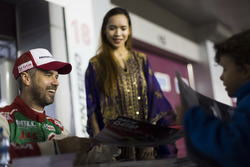 Autograph Session: Tiago Monteiro, Honda Racing Team JAS, Honda Civic WTCC