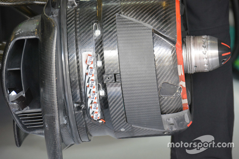 McLaren MP4-31: Vorderradbremse