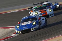 #78 KCMG, Porsche 911 RSR: Christian Ried, Wolf Henzler, Joël Camathias; #86 Gulf Racing, Porsche 91
