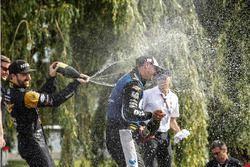 Podium: second place Scott Dixon, Chip Ganassi Racing Honda, race winner Graham Rahal, Rahal Letterm