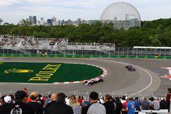 Sergio Perez, Sahara Force India VJM10; Carlos Sainz Jr., Scuderia Toro Rosso STR12
