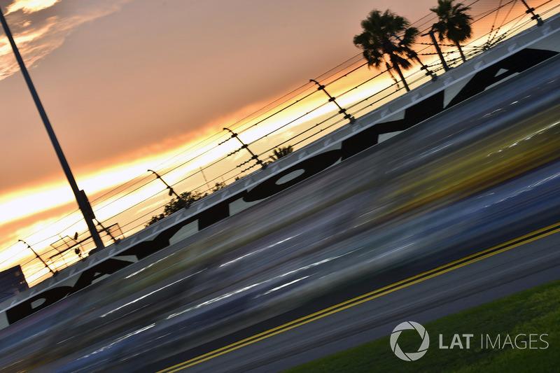 #2: Daytona International Speedway (2,5 Meilen) - 210,364 mph *