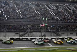 Daniel Suárez, Joe Gibbs Racing Toyota, Kasey Kahne, Hendrick Motorsports Chevrolet