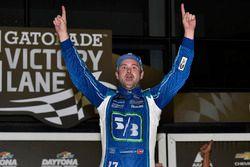 Ganador de la carrera Ricky Stenhouse Jr., Roush Fenway Racing Ford