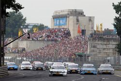 The start of the race, Ralf Schumacher, Laureus AMG Mercedes C-Klasse leads Jamie Green, Junge Sterne AMG Mercedes C-Klasse and Bruno Spengler, Mercedes-Benz Bank AMG C-Klasse