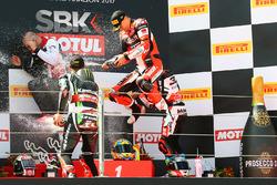 Podium: ganador de la carrera Chaz Davies, Ducati Team, segundo clasificado Jonathan Rea, Kawasaki Racing, tercer clasificado Marco Melandri, Ducati Team