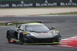 #42 Strakka Racing, McLaren 650S GT3: Nick Leventis, Lewis Williamson