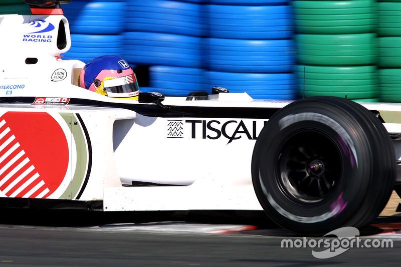 BAR en el Gran Premio de Francia de 2001: aún con Lucky Strike y 555, modificaron los logotipos de ambas marcas