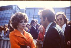 L'attirice Gina Lollogrida con Clay Regazzoni