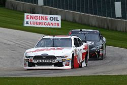 Cole Custer, Stewart-Haas Racing Ford e Matt Tifft, Joe Gibbs Racing Toyota