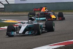 Valtteri Bottas, Mercedes AMG F1 W08, leads Daniel Ricciardo, Red Bull Racing RB13