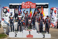 Podium : les vainqueurs Thierry Neuville, Nicolas Gilsoul, Hyundai i20 Coupe WRC, Hyundai Motorsport, les deuxièmes Sébastien Ogier, Julien Ingrassia, M-Sport, Ford Fiesta WRC, les troisièmes Dani Sordo, Marc Marti, Hyundai Motorsport, Hyundai i20 Coupe WRC