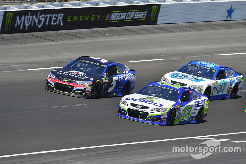 Ty Dillon, Germain Racing, Chevrolet; Kasey Kahne, Hendrick Motorsports, Chevrolet; Chris Buescher, JTG Daugherty Racing, Chevrolet