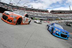 Kyle Larson, Chip Ganassi Racing Chevrolet and Chase Elliott, Hendrick Motorsports Chevrolet on the pace laps