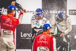Подиум: обладатели второго места Андреас Миккельсен и Андерс Егер, Citroën World Rally Team, победит