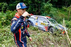 Dani Sordo, Hyundai Motorsport after crashing