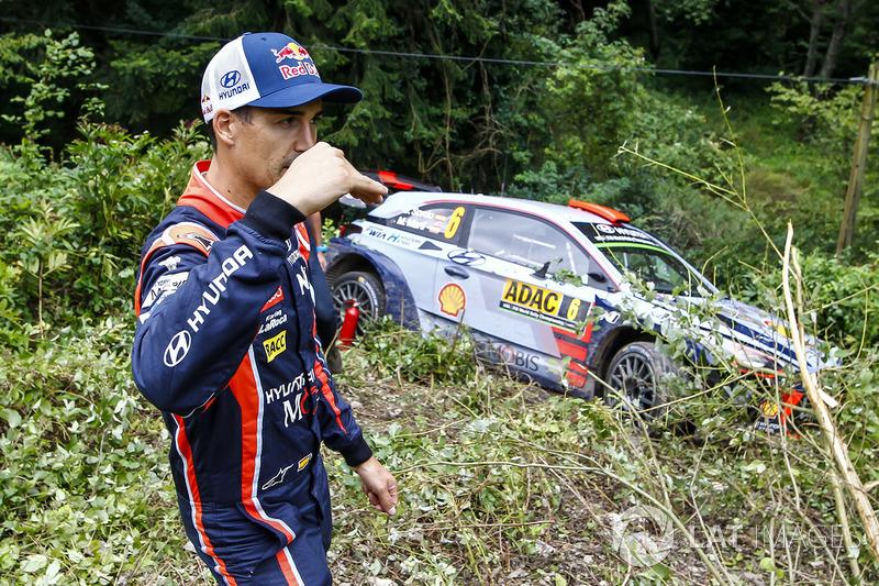 Dani Sordo, Hyundai Motorsport after crashing