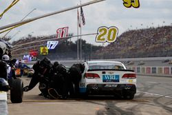 Michael McDowell, Leavine Family Racing Chevrolet, pit stop